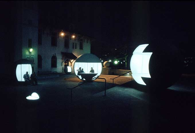 Vito Acconci, More Balls for Klapper Hall, 1995