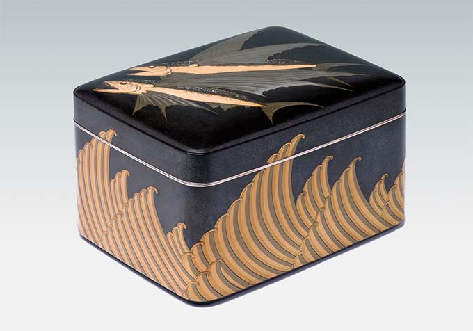 Hashimoto Sakai, Stationery Box with Waves and Flying Fish