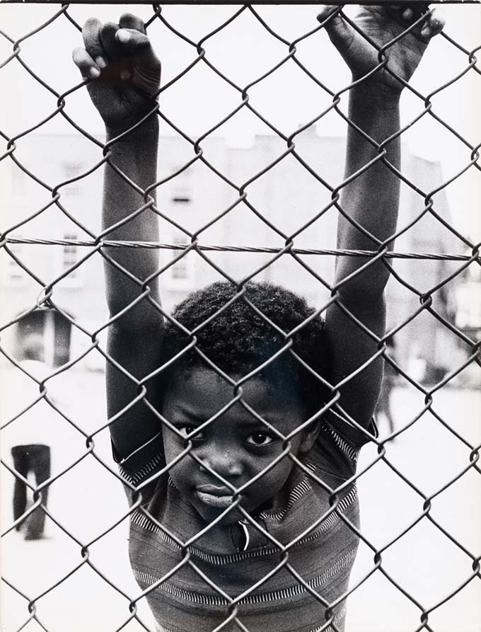 Augusto Cantamessa, Black child hanging on fence
